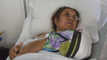 María Ester Ojeda, la mujer que fue mordida por un perro Rottweiler, ayer fue visitada por una representante de la Fiscalía.