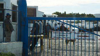 Los trabajadores de SP ayer tomaron la planta del barrio Industrial esperando una respuesta que les garantice estabilidad laboral.
