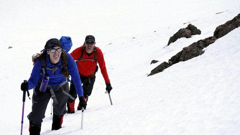 Esther en el ascenso en el cerro Stepanek (4120 msnm) en Mendoza junto a su pareja Flavio Duplatt.