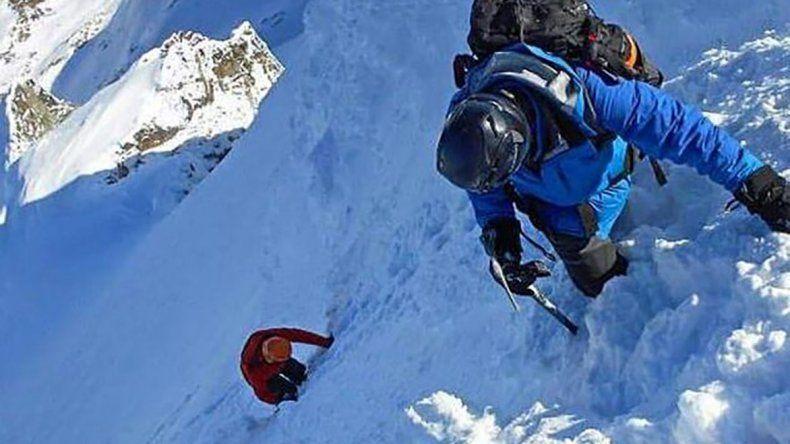 Escalada sobre la falda del Cerro Alvear (Ushuaia) en un ascenso invernal sobre 1406 msnm.