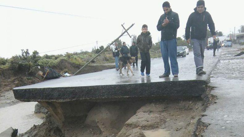 Caleta Córdova aislada por la rotura del puente que la une con Km 8.