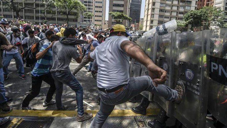 La crisis en Venezuela enfrenta al Parlamento con el Tribunal Supremo de Justicia.