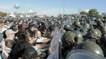 Seis detenidos y cuatro heridos tras la represión de la Gendarmería