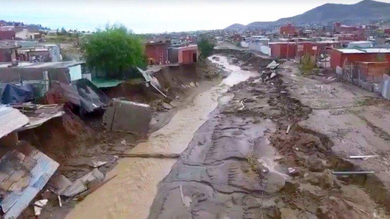 Más de cien familias sitiadas por un canal