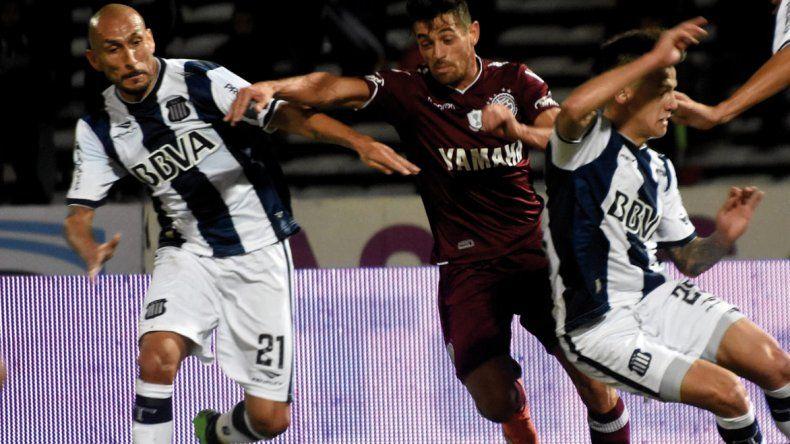 Lautaro Acosta reaparecerá esta noche en la formación de Lanús.