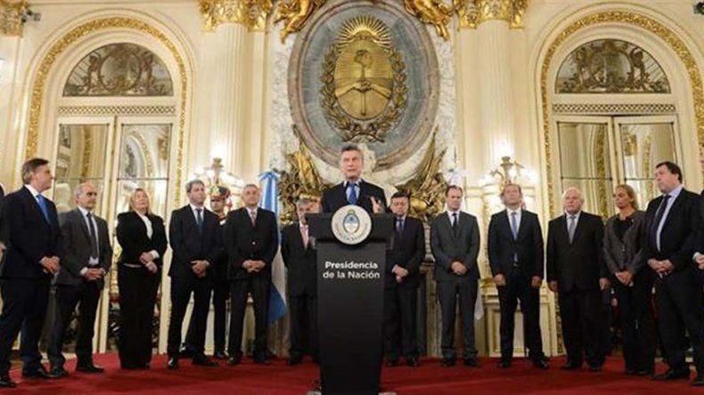 Mauricio Macri encabezó el acto de firma del Acuerdo Federal Energético.
