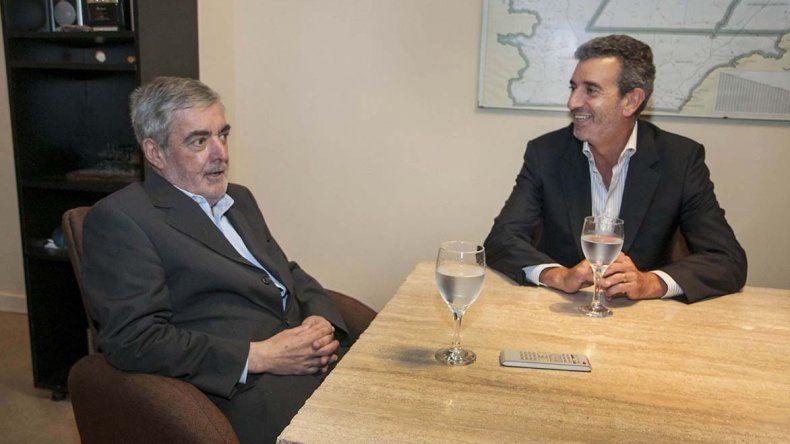 Das Neves y Randazzo repitieron la foto del 4 de junio de 2015. Ayer fue en la Casa del Chubut en Buenos Aires.