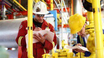 Buscan garantizar un subsidio para los 1.800 trabajadores petroleros de la Cuenca que perdieron o están en riesgo de perder sus fuentes de empleo.