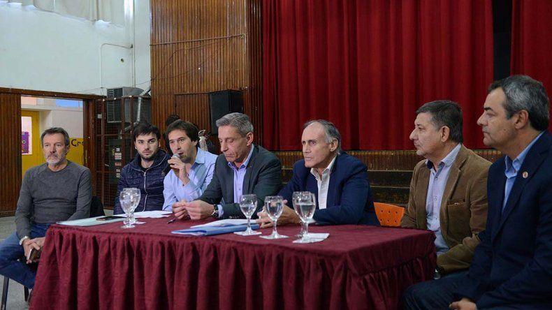La Escuela 27 del barrio Laprida fue escenario de la firma del acuerdo con el ENOHSA para el aporte de fondos.