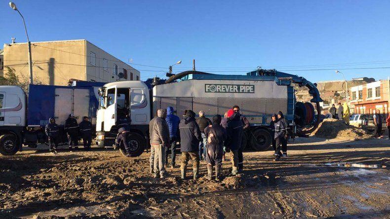 Camiones vactor de gran capacidad también se sumaron a las tareas.