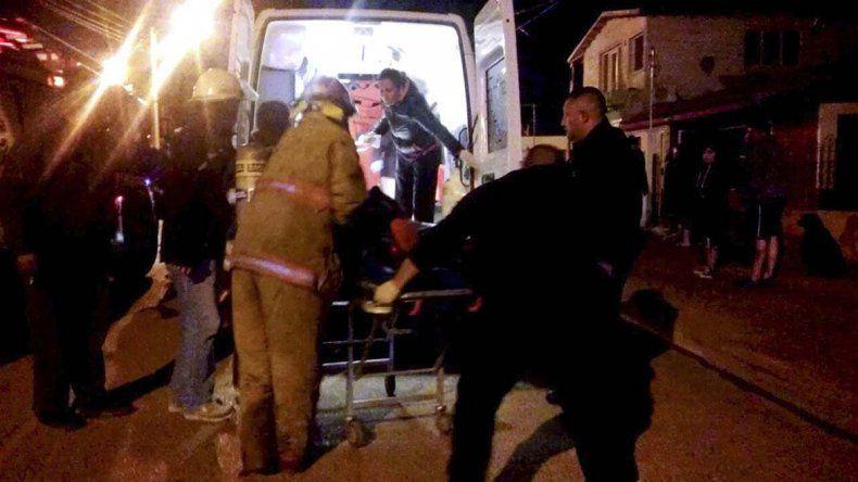 El momento en que Miranda es subido a la ambulancia.