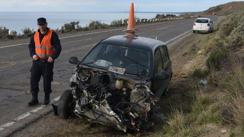 Personal de la Comisaría de Ramón Santos tuvo que mantener una consigna en el sitio del accidente hasta que el auto fue retirado a mediodía de ayer.