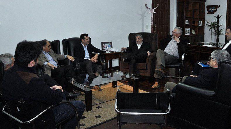 La reunión que Das Neves mantuvo ayer con empresarios interesados en instalar una central térmica en Comodoro.