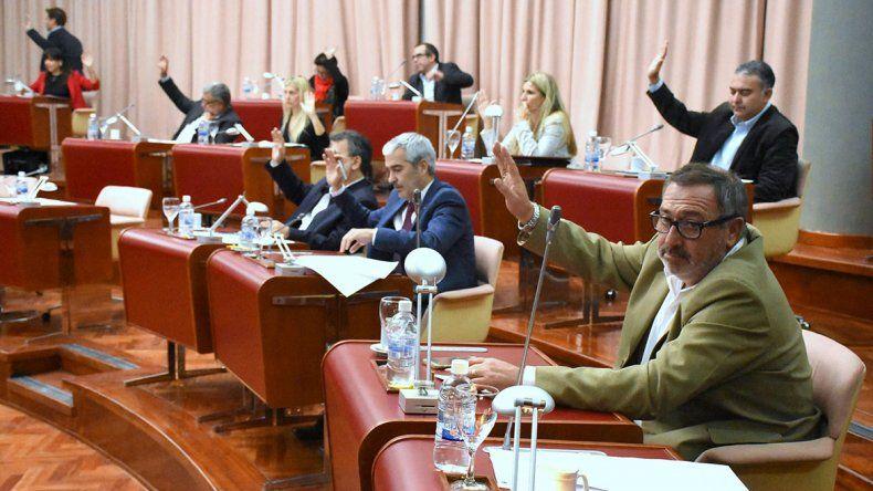 Por unanimidad se aprobó la convocatoria a sesión especial para el miércoles 31 de mayo.