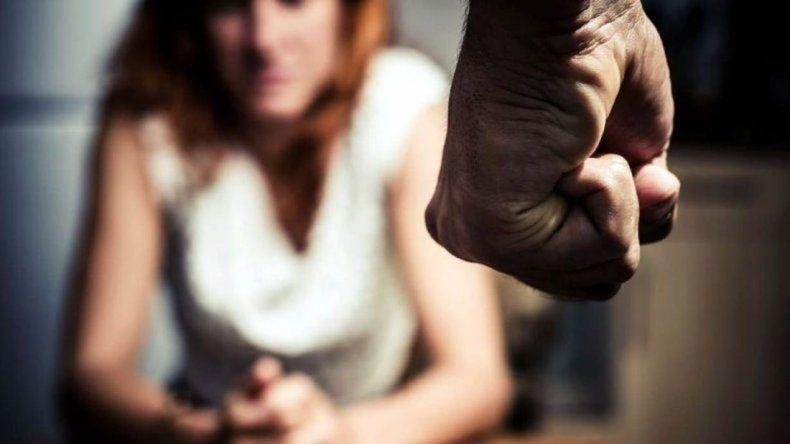 Un hombre llegó borracho a la casa de su expareja y la amenazó