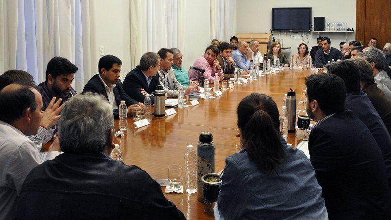 El gobernador reunió a su gabinete para tratar el presupuesto