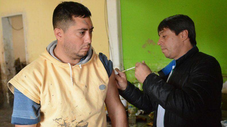 La visita de los equipos técnicos incluye un plan de vacunación para las personas expuestas al barro.