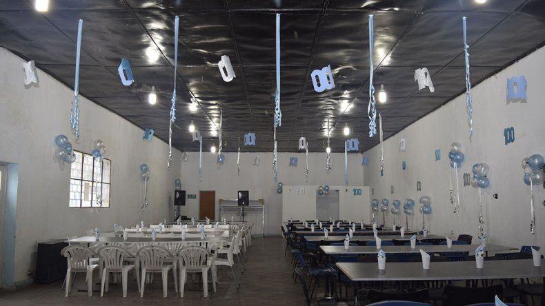El salón donde anoche se festejaron los 100 años de Tiro.