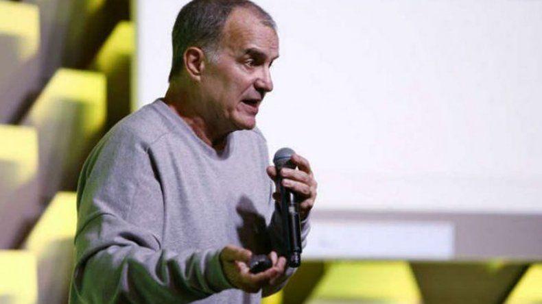 Marcelo Bielsa durante el congreso que se realizó en Río de Janeiro.