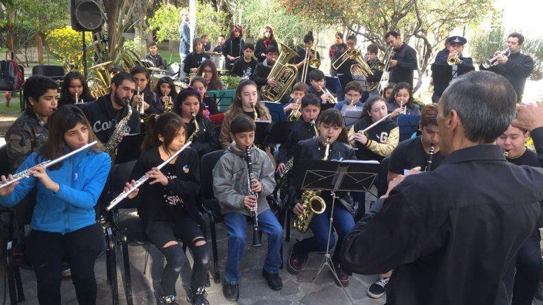 Con una interpretación de la Banda Infanto Juvenil se conmemoró el Día del Himno