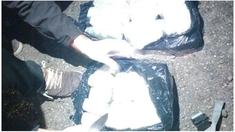 Interceptan un camión que llevaba más de 7 kilos de marihuana y cocaína