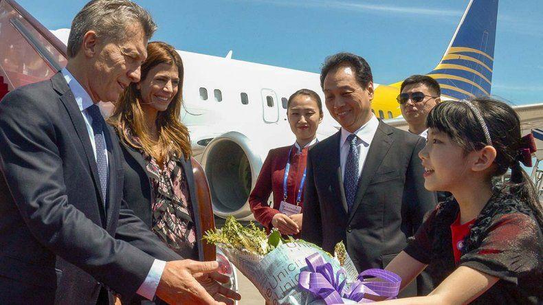 La recepción al presidente y su esposa en su llegada a Beijing.