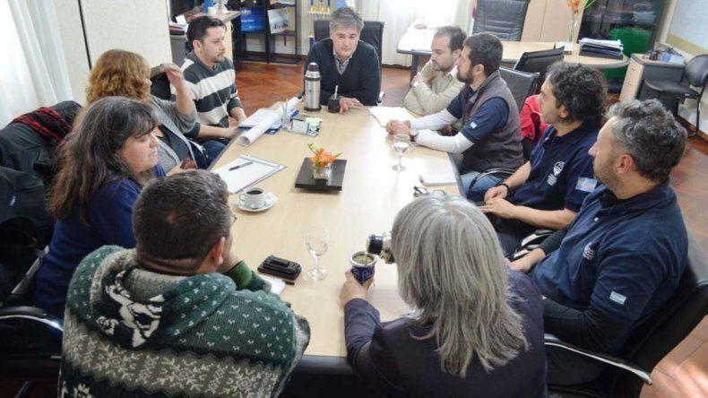La reunión del secretario de Gobierno con voluntarios de la organización Cascos Blancos.