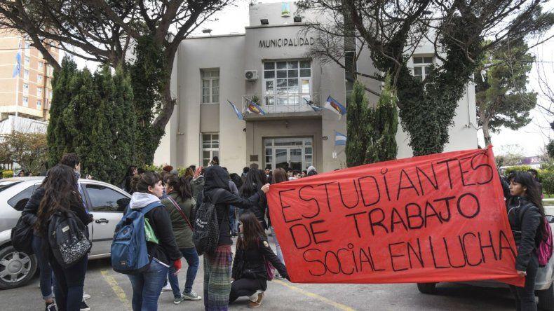 Comodoro también marchó para defender la universidad pública