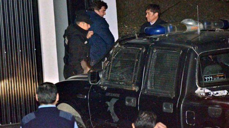 La policía tuvo que montar un fuerte operativo para trasladar a Ariel Ivovich y a su hermano Patricio hasta la comisaría de Chimen Aike.