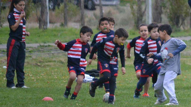 Las categorías menores del Coirón participarán de un triangular amistoso entre Patoruzú RC y Trelew RC.