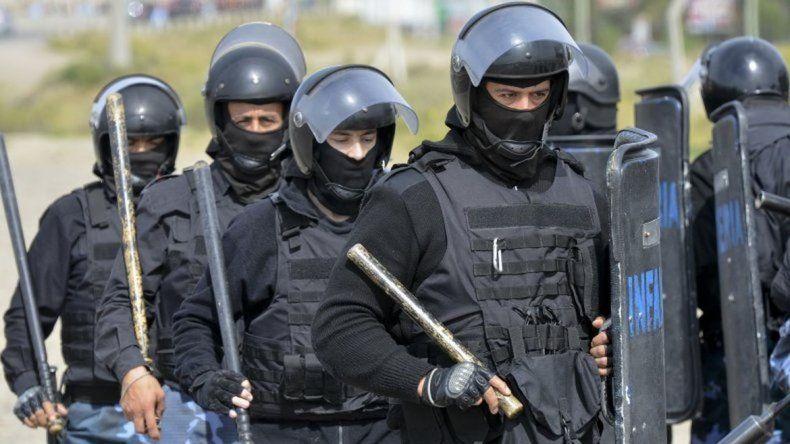 Foto: Infantería custodió el traslado de los detenidos.