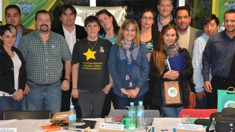 Parte de los integrantes del Consejo Provincial de Seguridad Vial conformado por referentes de todas las localidades santacruceñas que se reunieron en Caleta Olivia.