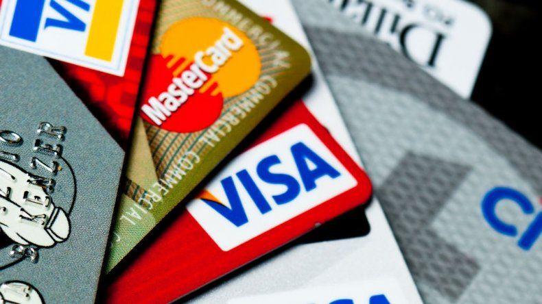 Caen los pagos con débito y las compras en cuotas