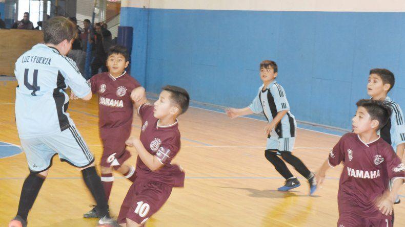 Luz y Fuerza derrotó 6-2 a Lanús Infantil por la categoría 2007 del torneo  oficial de fútbol infantil que organiza la CAI. 4b362f0c11262