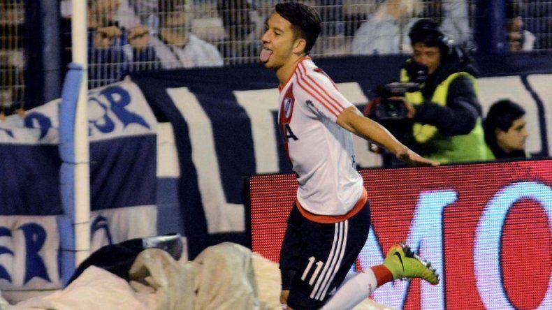 Sebastián Driussi festeja el primer gol de River en el triunfo de anoche en La Plata ante Gimnasia.