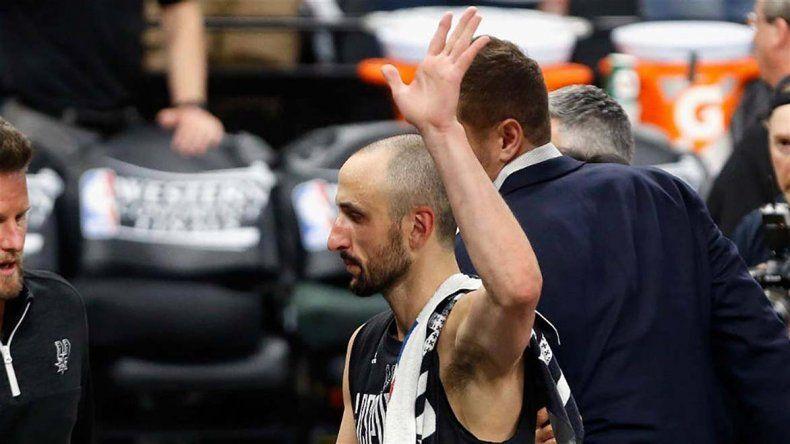 Emanuel Ginóbili se fue muy ovacionado del AT&T Center de San Antonio.