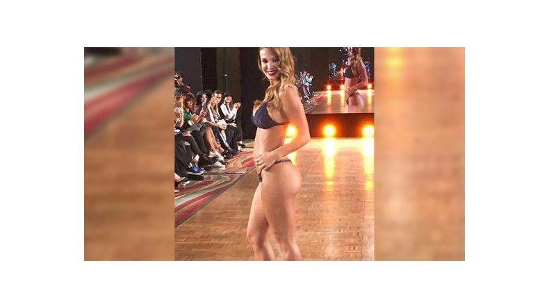 Sexy y orgullosa, Jésica Cirio mostró en bikini su pancita de cuatro meses