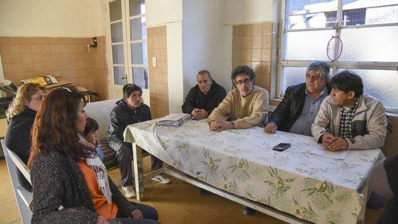 Los trabajadores del Hospital de Diadema se renunieron ayer con representantes gremiales de ATE.