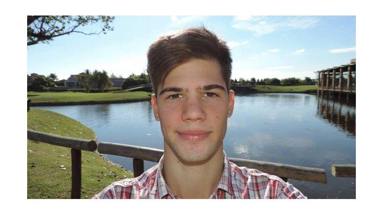 El joven que se tiró de un auto para evitar un secuestro está inconsciente