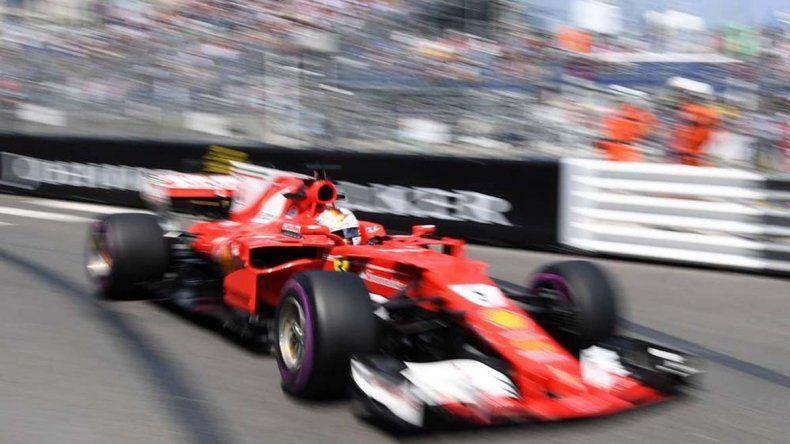 Vettel hizo el mejor tiempo en Azerbaiyán y largará primero con su Ferrari