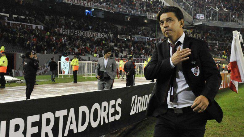 Marcelo Gallardo se retira del Monumental bajo el afecto del público millonario.