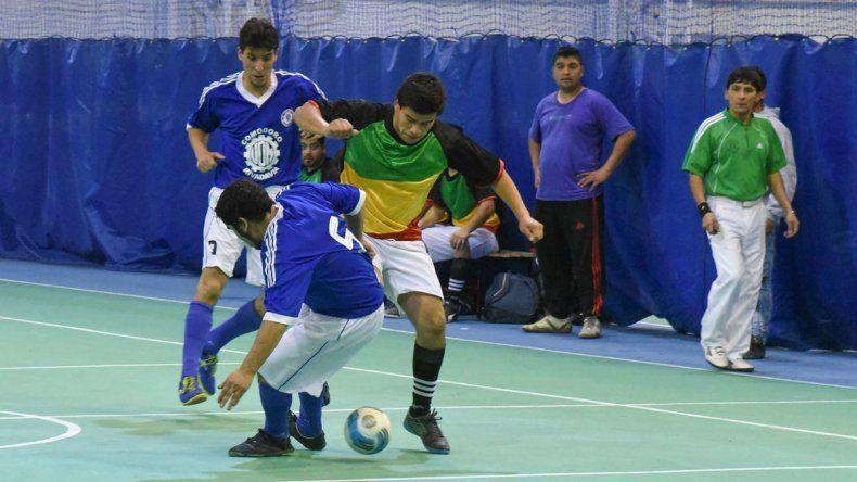 El fútbol de salón oficial continuará hoy con la disputa del torneo Apertura en sus diferentes categorías.