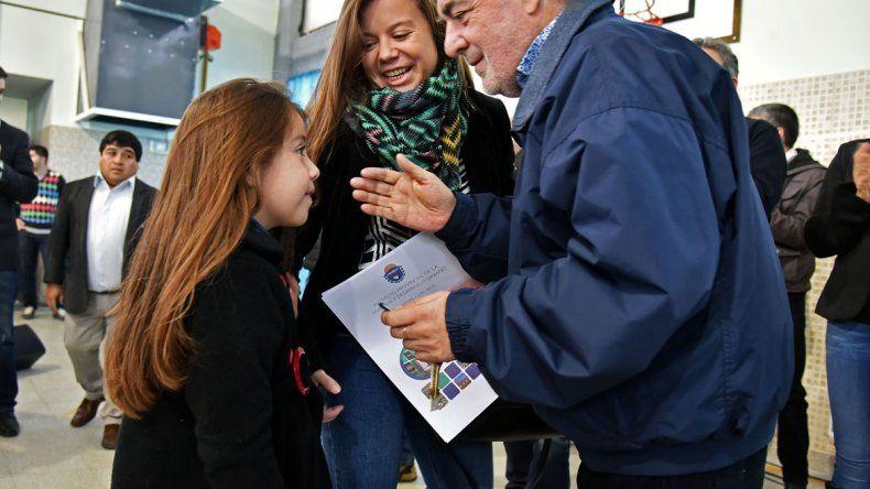 Das Neves encabezará en Rawson la Cumbre Ambiental Patagónica donde se firmará un manifiesto en contra de la instalación de una planta nuclear en Río Negro. Ayer participó de una entrega de viviendas en Trelew.