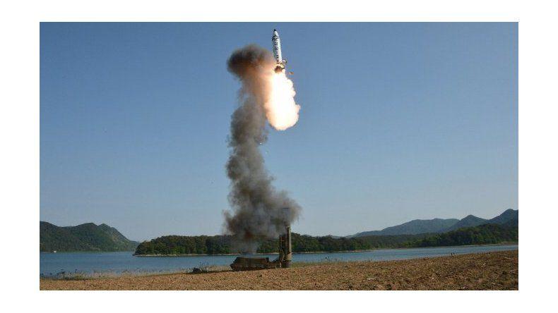 Corea del Norte lanzó otro misil que cayó en el Mar de Japón