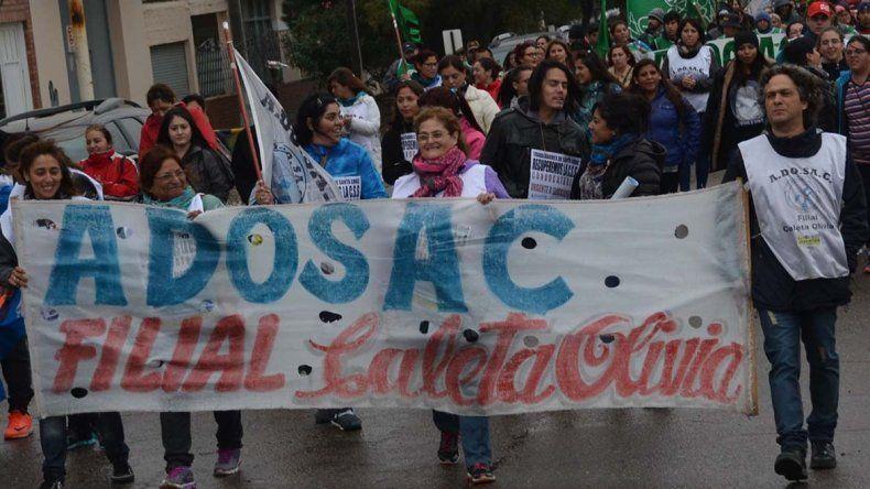 Congresales de la ADOSAC que se reunieron en San Julián resolvieron otro paro de 120 horas. Similar medida dispuso el gremio de docentes de escuelas técnicas