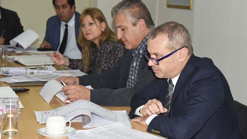 Los concejales se reunieron ayer con miembros del Ejecutivo y del Ente