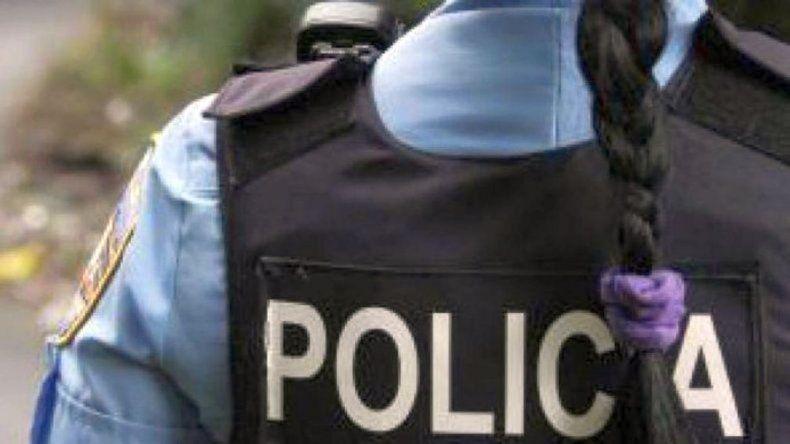 Denunciaron que una mujer policía fue borracha a trabajar