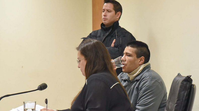 Los policías que detuvieron a Mario Díaz confirmaron que el hombre se daba golpes en la cabeza luego de asesinar a su pareja.