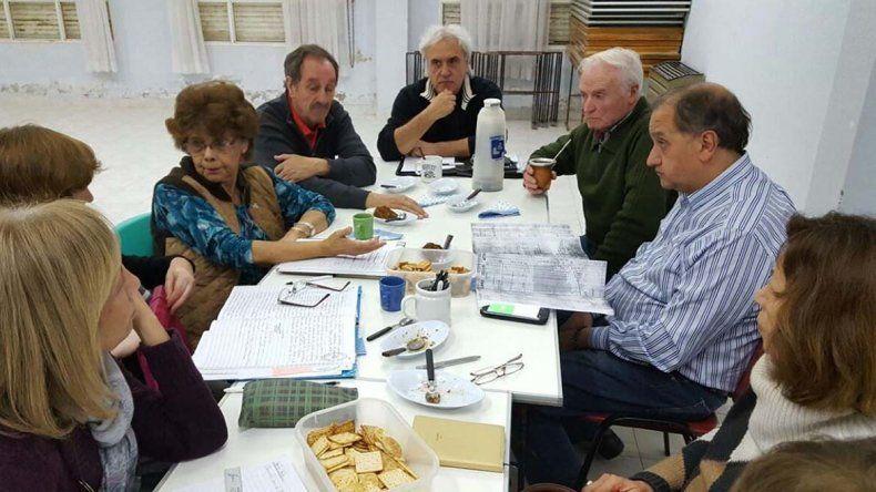La reunión que los vecinalistas de Mosconi mantuvieron con el intendente Carlos Linares.