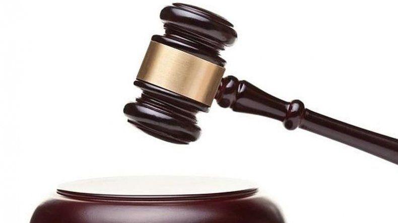 Un imputado de homicidio concurrió al juicio y lo habían reprogramado para dentro de un año